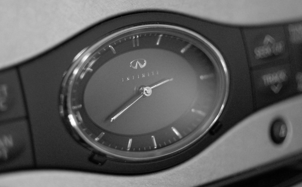 infiniti-clock